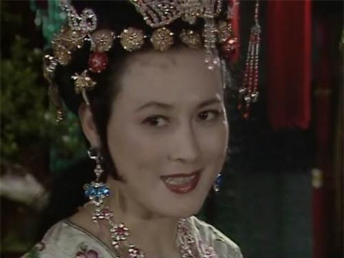 Tạo hình hoàng hậu nước Ô Kê của nghệ sĩ Hướng Mai.