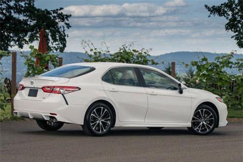 9. Toyota Camry (doanh số: 31.986 chiếc).