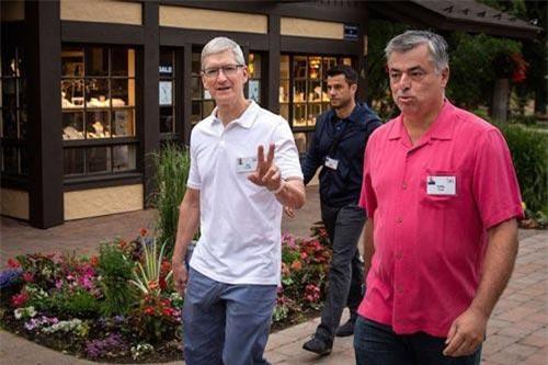 Tháng 7 hàng năm, một số tỷ phú danh tiếng và và giám đốc cấp cao từ các tập đoàn công nghệ lớn đến dự hội nghị tại khách sạn Sun Valley (Idaho, Mỹ).