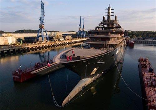 Du thuyền REV Ocean có chiều dài xấp xỉ 183 m, vượt qua kỷ lục 179,8 m đã được nắm giữ trong 6 năm bởi du thuyền Azzam. Ảnh: Bogdan Vasilescu.