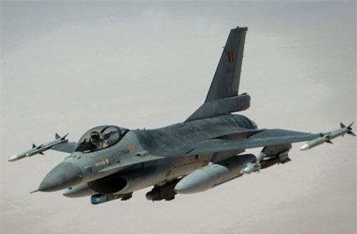 Chiếc tiêm kích F-16 phiên bản F-16A/B hiện đang được rao bán ở Palm Beach với giá chỉ 8,5 triệu USD. Theo thông tin được tạp chí The Drive đăng tải, chiếc tiêm kích này trước đây thuộc biên chế Jordan. Nguồn ảnh: BI.