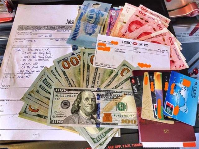 Một hành khách bỏ quên ngoại tệ trị giá 125 triệu đồng trên máy bay