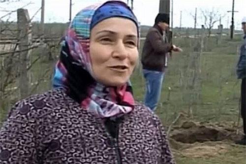 """Cụ bà 60 tuổi Sagibat Islammagomedova, người """"hạ"""" một lúc gần 100 con rắn"""