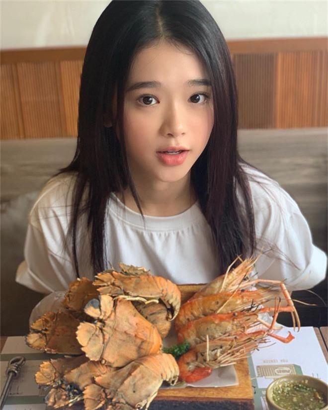 Linh Ka không hổ danh là hot girl Hà Thành, nhan sắc tuổi 17 thăng hạng điên đảo đến nỗi... thở cũng đẹp hết phẫn người khác  - Ảnh 2.