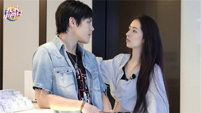 Đám cưới đột ngột nhất Cbiz: Tình cũ Seungri và cháu nội trùm xã hội đen Hong Kong bí mật tổ chức hôn lễ tại Ý - Ảnh 7.