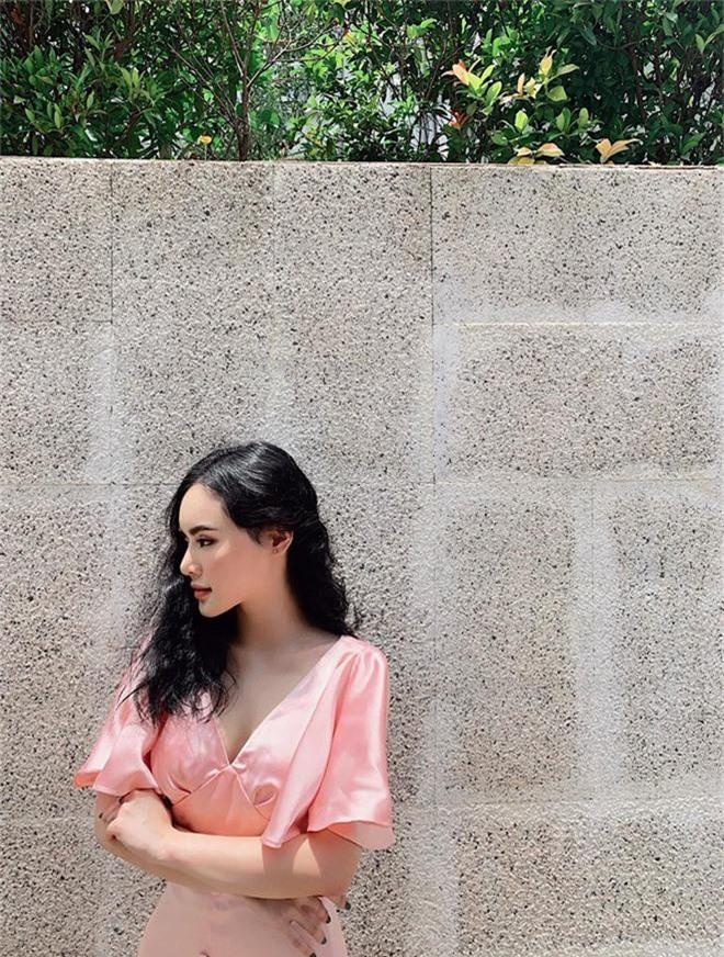 Em ruột Angela Phương Trinh ngày càng sang chảnh, gợi cảm ở tuổi 23 - Ảnh 3.