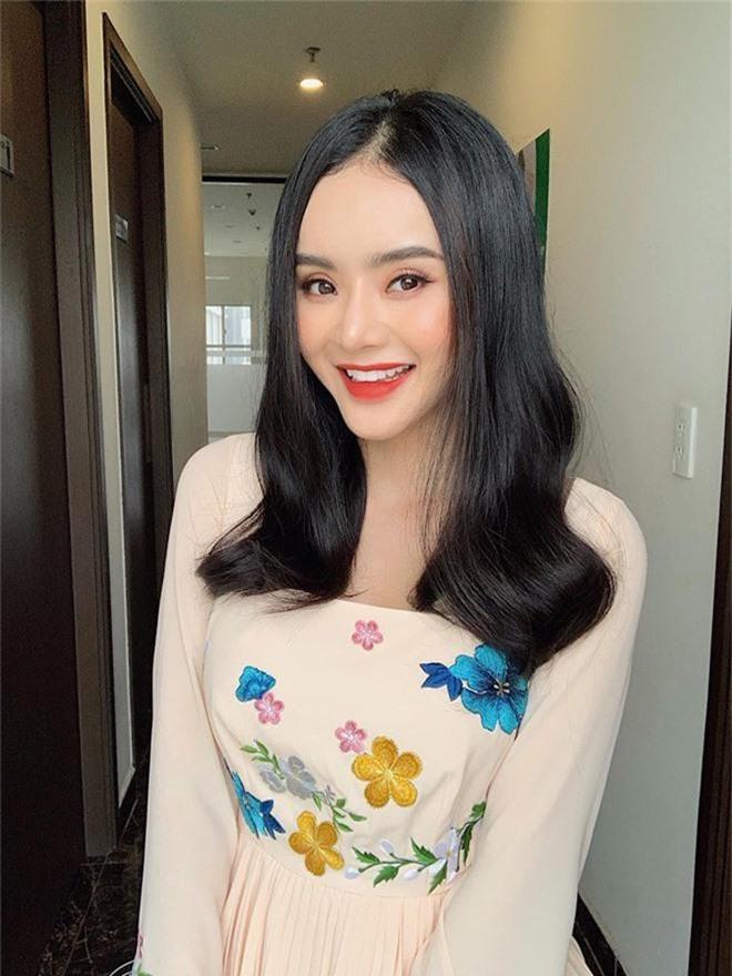 Em ruột Angela Phương Trinh ngày càng sang chảnh, gợi cảm ở tuổi 23 - Ảnh 4.