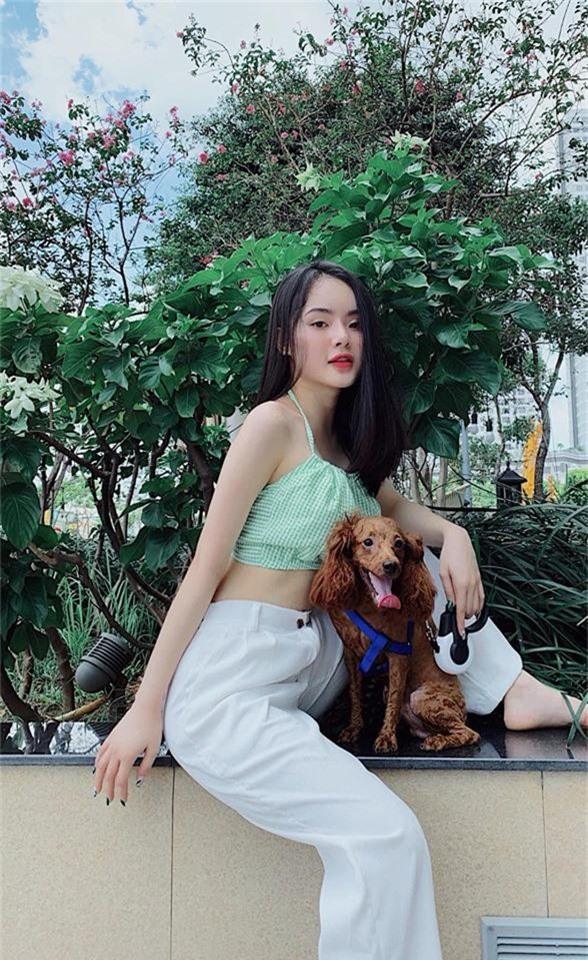 Em ruột Angela Phương Trinh ngày càng sang chảnh, gợi cảm ở tuổi 23 - Ảnh 10.