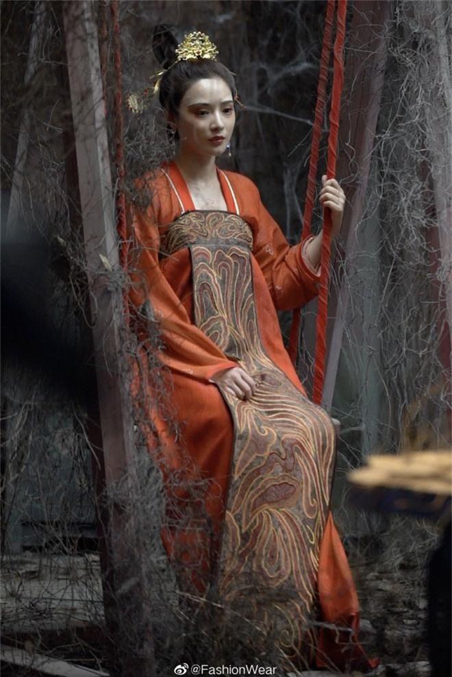 Gà cưng của Phạm Băng Băng - Bành Tiểu Nhiễm được khen vì màn hoá thân Yêu Miêu không thua đàn chị! - Ảnh 4.