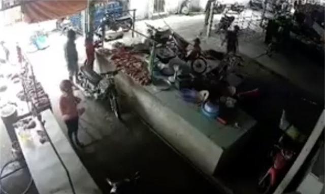 Khởi tố vụ án mạng kinh hoàng giữa chợ khiến 1 người tử vong - 2