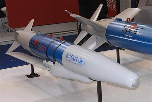 India Times dẫn nguồn tin từ các quan chức cấp cao không quân Ấn Độ (IAF) cho biết, họ sẽ nhận siêu bom xuyên cứng thông minh Spice-2000 vào trung tuần tháng 9.