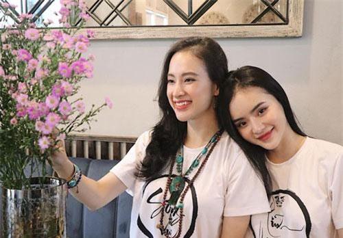 Từng có thời gian Angela Phương Trinh muốn em gái theo đuổi việc đóng phim. Song, Phương Trang sớm thay đổi con đường, chuyển sang kinh doanh online.