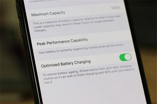 iOS 13 cung cấp tính năng Optimised Battery Charging nhằm kéo dài tuổi thọ pin của iPhone.