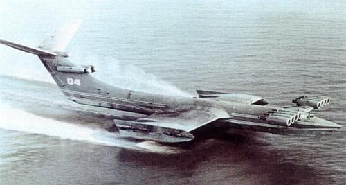 """Chiếc Ekranoplan """"KM"""" gây ấn tượng mạnh bởi kích thước to lớn. Ảnh: Sputnik."""