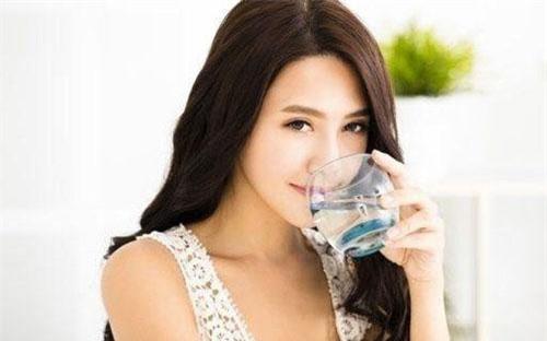 Uống nước đúng theo thời gian biểu này, cân nặng giảm vèo vèo không cần ăn kiêng, phẫu thuật.