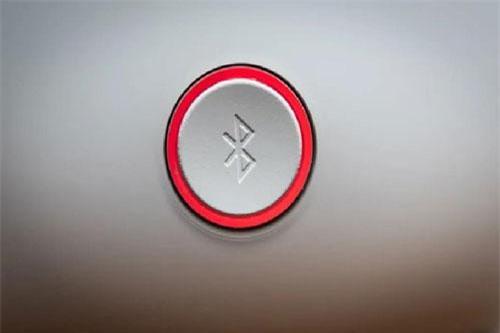 Bật Bluetooth tiềm ẩn nhiều rủi ro bảo mật. Ảnh: Mashable.