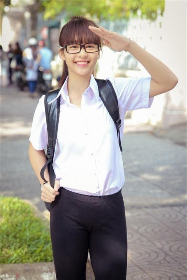 Ngắm loạt ảnh ngố tàu của sao Việt thời đi học: Ai cũng dậy thì thành công, thậm chí dính nghi án phẫu thuật thẩm mỹ - Ảnh 6.
