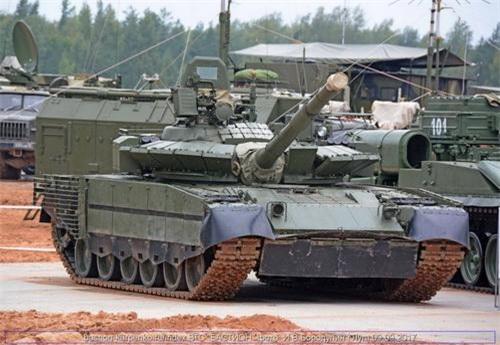 Xe tăng chiến đấu chủ lực T-80BVM sau nâng cấp. Ảnh: Ria Novosti.