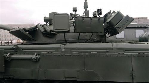 Bộ giáp hông rất đơn sơ của những chiếc xe tăng T-80BVM mới nâng cấp. Ảnh: Sputnik.