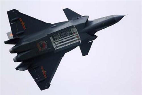 Tiêm kích tàng hình J-20 của Trung Quốc khoe khoang vũ khí. Ảnh: China Defence.