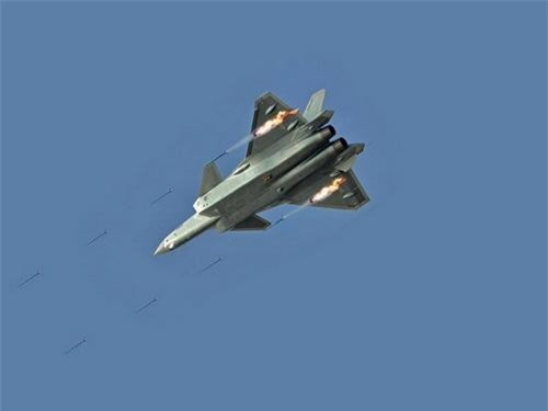 Tiêm kích tàng hình J-20 phóng rocket tiêu diệt mục tiêu mặt đất. Ảnh: China Military.