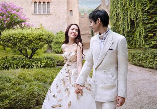 Ảnh cưới ngọt ngào của Hướng Tả và Quách Bích Đình.