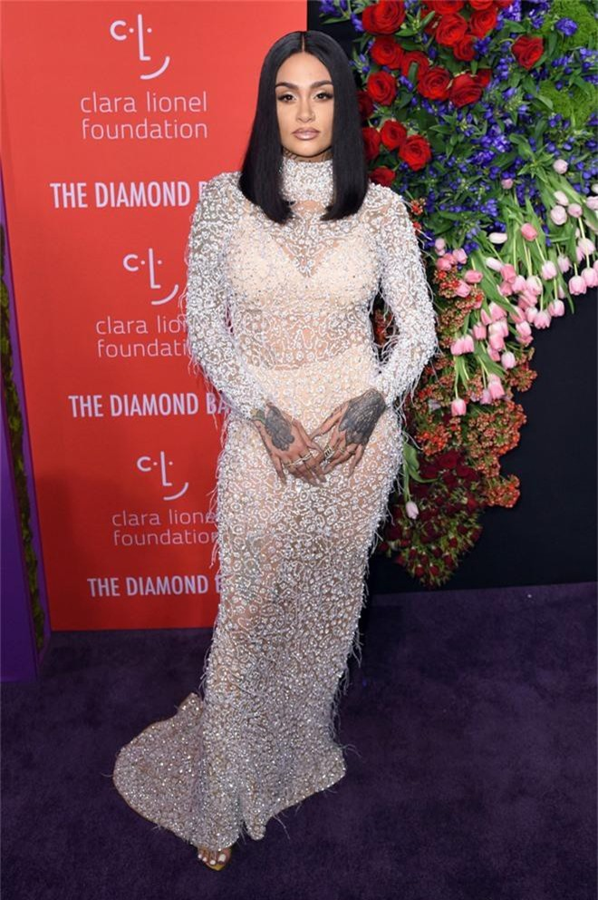 Siêu thảm tím hot nhất hôm nay: Cardi B lột xác lồng lộn, lấn át cả host Rihanna, mỹ nhân khoe ngực khủng gây chú ý - Ảnh 10.