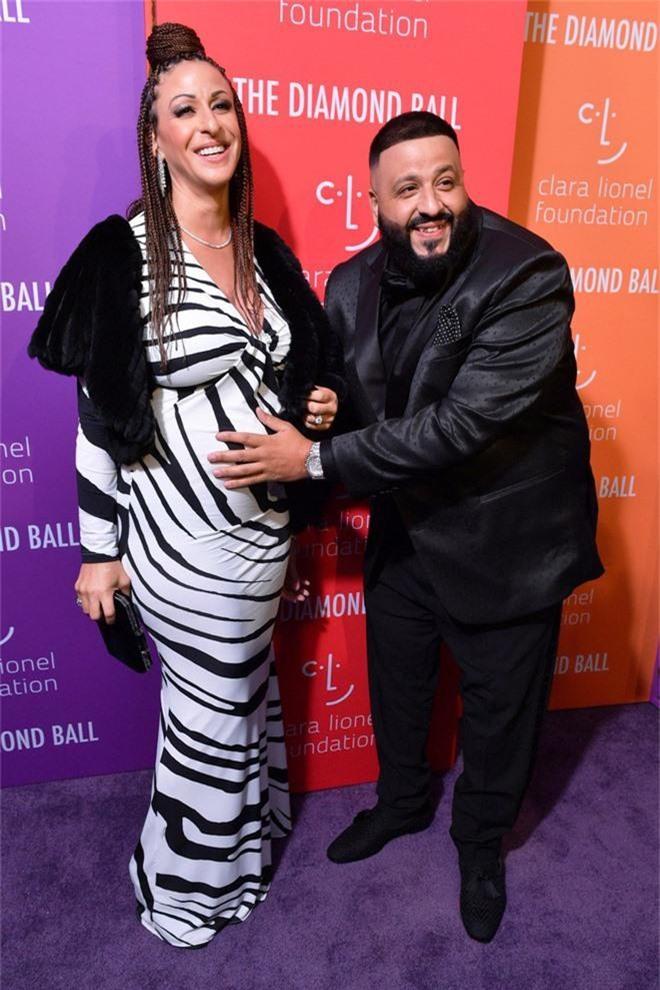 Siêu thảm tím hot nhất hôm nay: Cardi B lột xác lồng lộn, lấn át cả host Rihanna, mỹ nhân khoe ngực khủng gây chú ý - Ảnh 8.