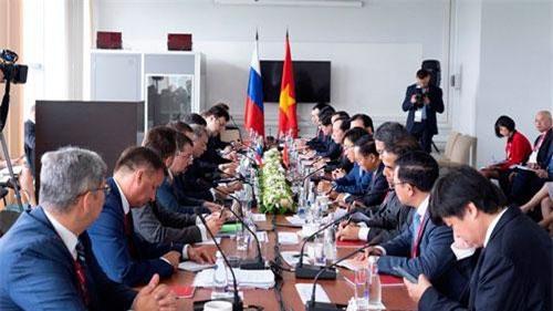 Phó Thủ tướng Trịnh Đình Dũng Hội đàm Phó Thủ tướng Nga M.Akimov.