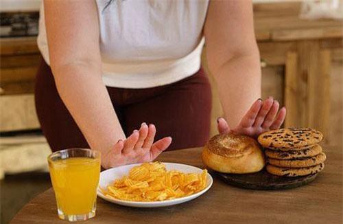 Căng thẳng có thể là nguyên nhân khiến nhiều người ăn ít vẫn mập - ảnh minh họa từ SHUTTERSTOCK.
