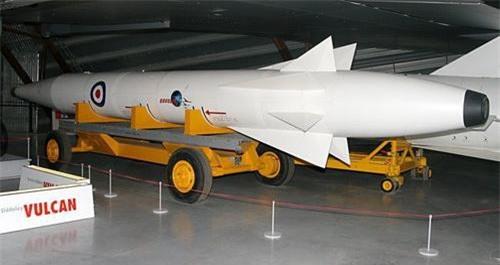 Tên lửa đạn đạo WS-199C phóng từ trên không mang mã trang bị AGM-48 Skybolt. Ảnh: Wikipedia.
