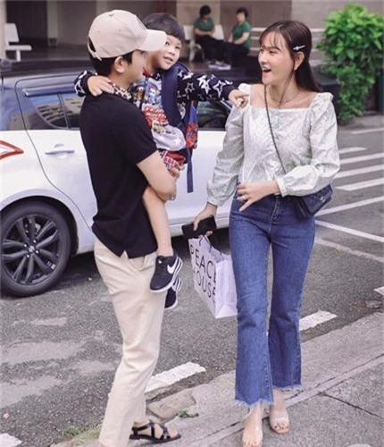 Chong Thu Thuy the nao sao on ao bao hanh con rieng cua vo?-Hinh-2