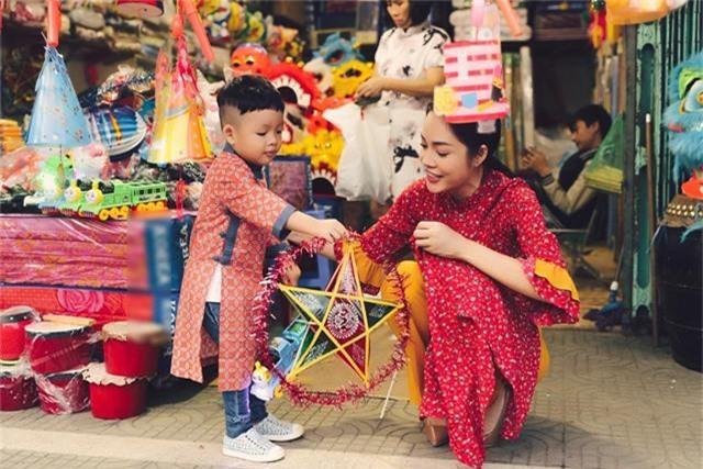 Làm mẹ đơn thân, Dương Cẩm Lynh cố vun vén cho con một tuổi thơ êm đẹp - 10