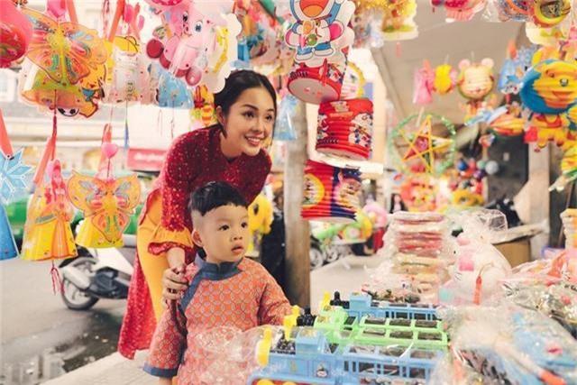 Làm mẹ đơn thân, Dương Cẩm Lynh cố vun vén cho con một tuổi thơ êm đẹp - 11