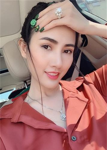 Soi nhung mon qua dat do sao Viet duoc ban trai tang-Hinh-2
