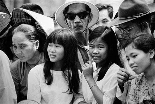 Các thiếu nữ ở miền Nam thời chiến tranh Việt Nam, 1967. Ảnh: Philip Jones Griffiths/ Magnum.