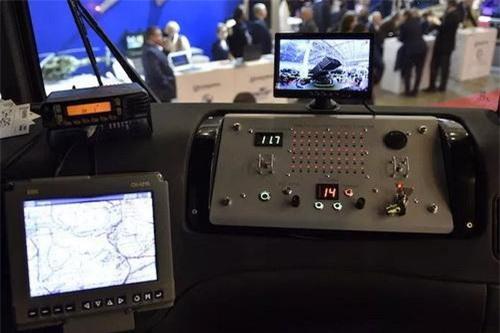 Thiết bị điều khiển bắn hiện đại trong cabin tổ hợp pháo phản lực phóng loạt BM-21UM Berest. Ảnh: Defence Blog.