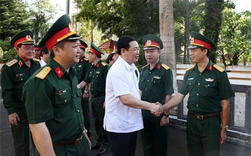 Phó Thủ tướng Vương Đình Huệ cùng các đại biểu dự cuộc làm việc. Ảnh: VGP/Thành Chung