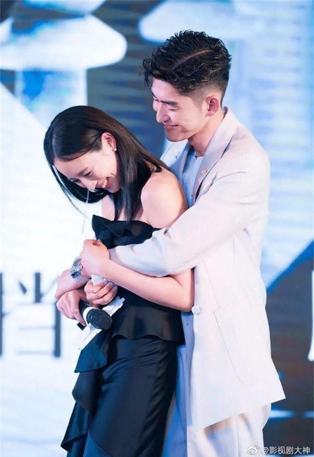 Cbiz thêm cặp đôi bí mật kết hôn: Đại Boss Trương Hàn chuẩn bị làm đám cưới với Hải Lan Trương Quân Ninh? - Ảnh 4.