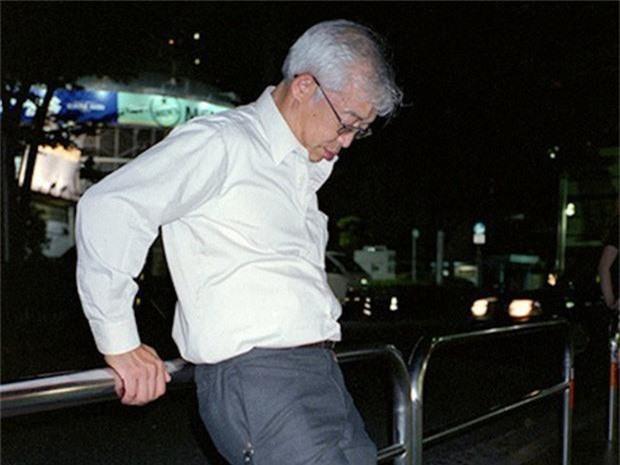 Chùm ảnh về các doanh nhân ngủ trên đường phố mô tả chân thực về văn hóa làm việc khắc nghiệt nhất thế giới của Nhật Bản - Ảnh 21.