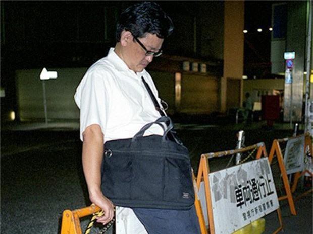 Chùm ảnh về các doanh nhân ngủ trên đường phố mô tả chân thực về văn hóa làm việc khắc nghiệt nhất thế giới của Nhật Bản - Ảnh 38.