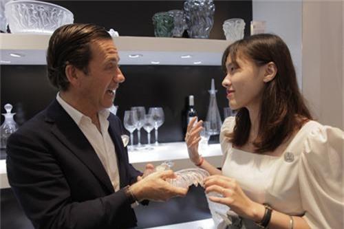 Ông Jean-Baptiste De Jaham tin tưởng vào niềm yêu thích của khách hàng Việt Nam với nghệ thuật pha lê của Lalique.