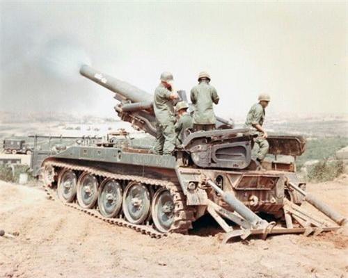 Pháo tự hành M110 đang tác xạ trên chiến trường Việt Nam. Ảnh: War History Online.