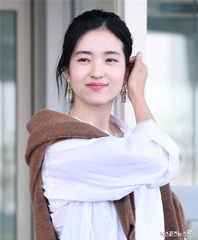 Dàn mỹ nhân Hàn gây bão sân bay: Jisoo lấn át Hoa hậu Hàn đẹp nhất thế giới, diễn viên vô danh gây chú ý vì quá xinh - Ảnh 12.