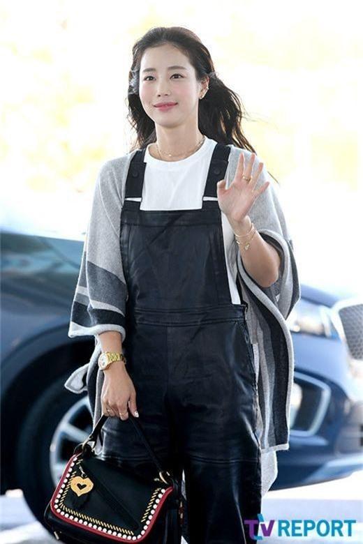 Dàn mỹ nhân Hàn gây bão sân bay: Jisoo lấn át Hoa hậu Hàn đẹp nhất thế giới, diễn viên vô danh gây chú ý vì quá xinh - Ảnh 15.