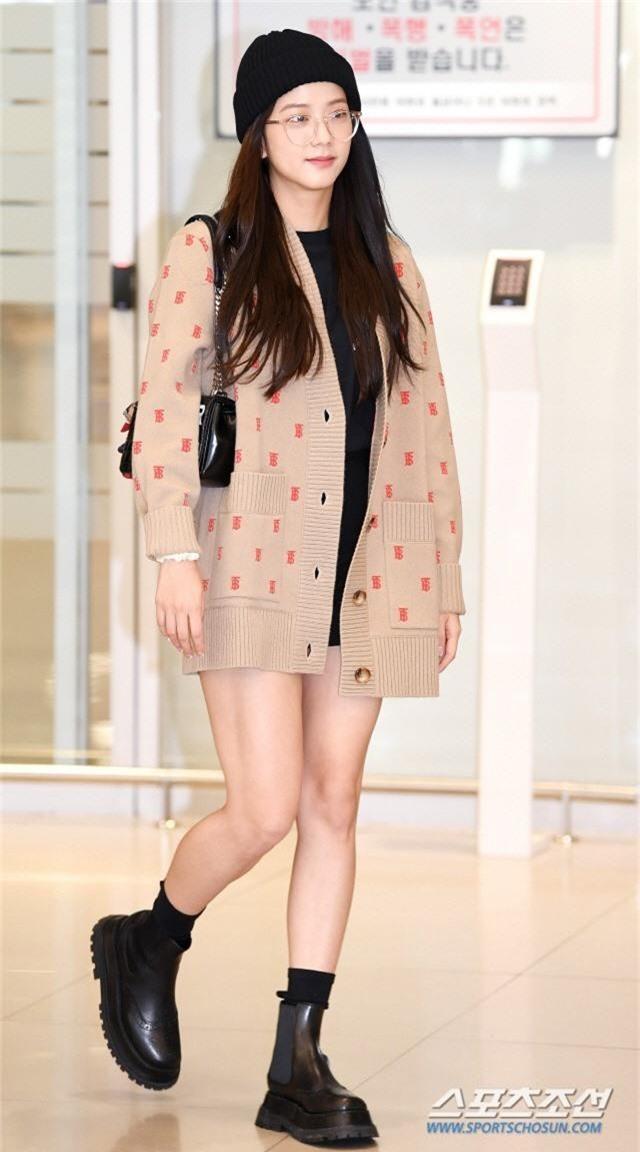 Dàn mỹ nhân Hàn gây bão sân bay: Jisoo lấn át Hoa hậu Hàn đẹp nhất thế giới, diễn viên vô danh gây chú ý vì quá xinh - Ảnh 2.