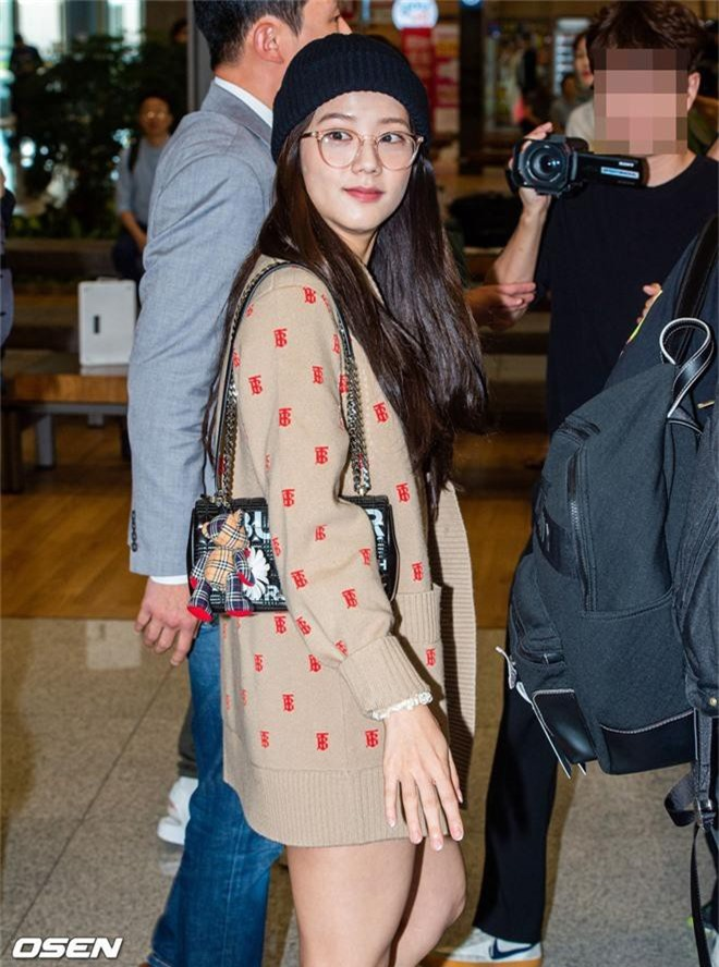 Dàn mỹ nhân Hàn gây bão sân bay: Jisoo lấn át Hoa hậu Hàn đẹp nhất thế giới, diễn viên vô danh gây chú ý vì quá xinh - Ảnh 3.