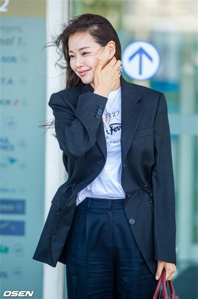 Dàn mỹ nhân Hàn gây bão sân bay: Jisoo lấn át Hoa hậu Hàn đẹp nhất thế giới, diễn viên vô danh gây chú ý vì quá xinh - Ảnh 7.