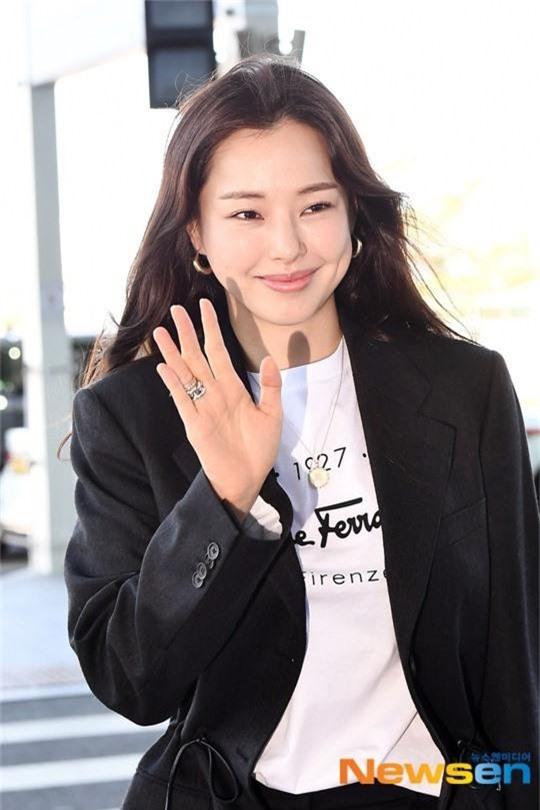 Dàn mỹ nhân Hàn gây bão sân bay: Jisoo lấn át Hoa hậu Hàn đẹp nhất thế giới, diễn viên vô danh gây chú ý vì quá xinh - Ảnh 8.