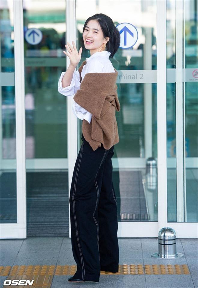 Dàn mỹ nhân Hàn gây bão sân bay: Jisoo lấn át Hoa hậu Hàn đẹp nhất thế giới, diễn viên vô danh gây chú ý vì quá xinh - Ảnh 9.